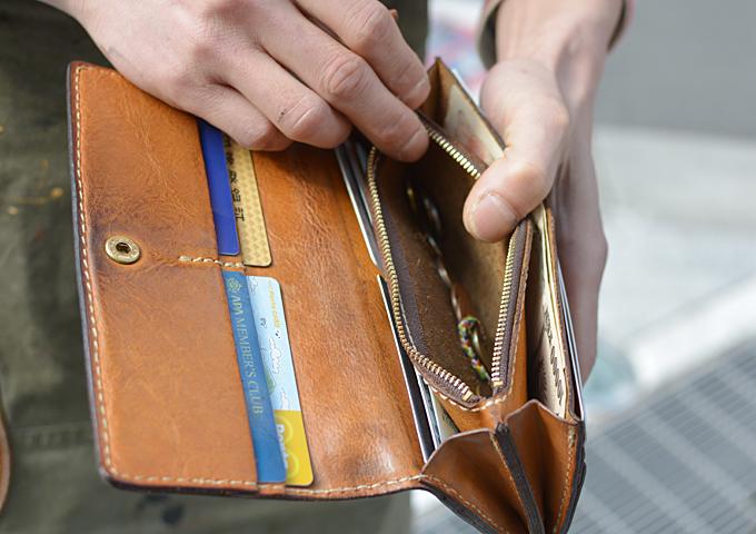スタッフ愛用品: ソフトレザーの長財布 愛用法1