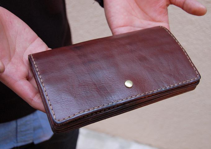スタッフ愛用品:ジャバラ長財布 経年変化 1年使用
