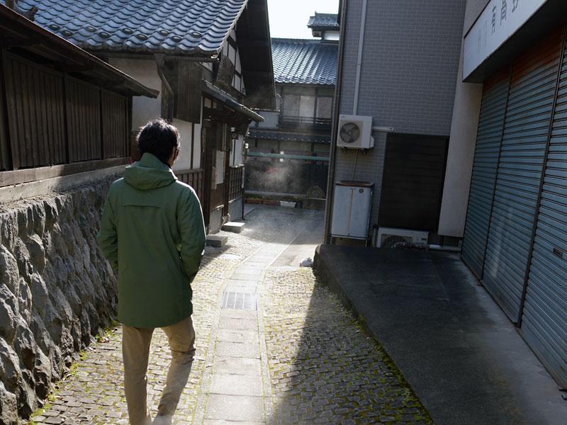 湯宿を歩く小野寺