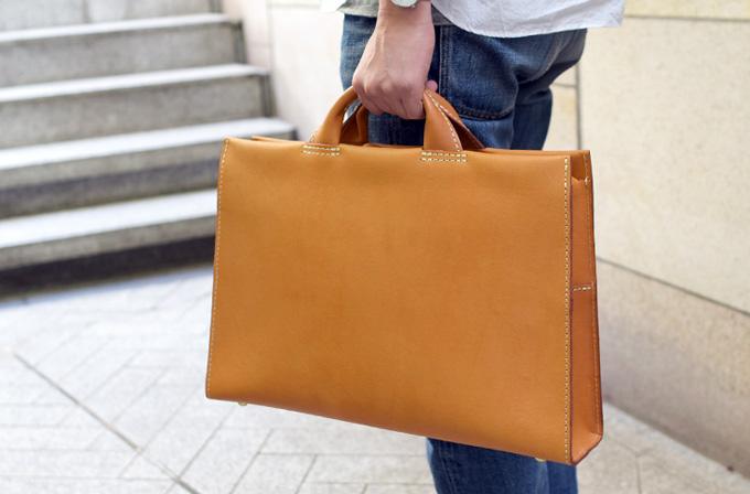 あおりポケットのシンプル二本手ビジネスバッグ商品ページへ
