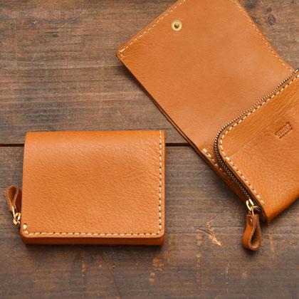 小型の二つ折り財布