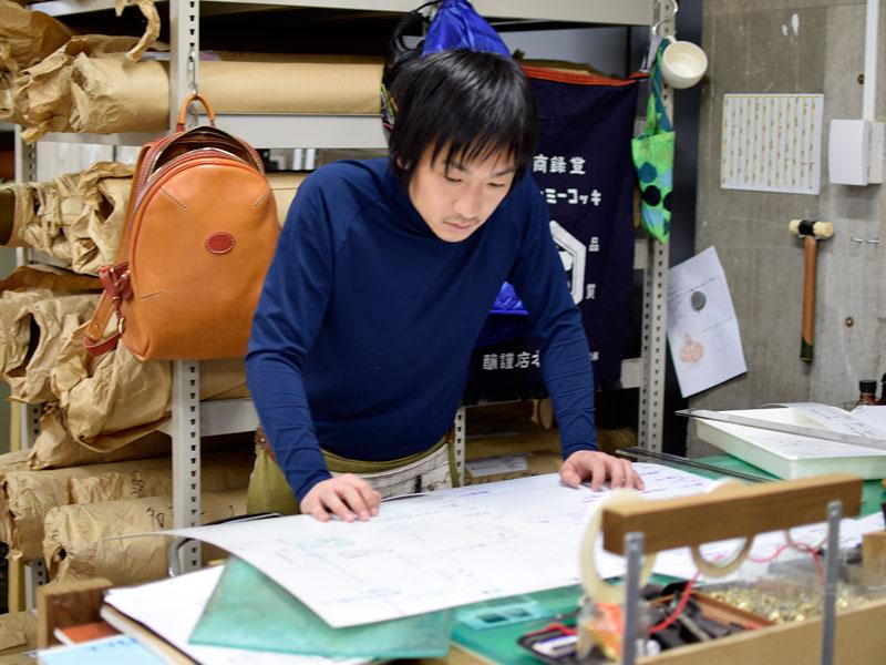 ダレスバッグの型紙を見る袴田