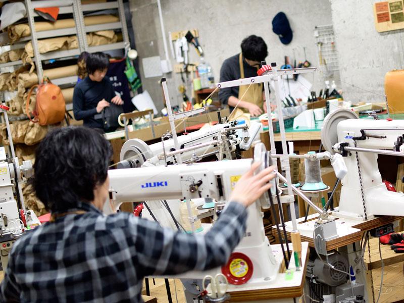名古屋店の工房風景