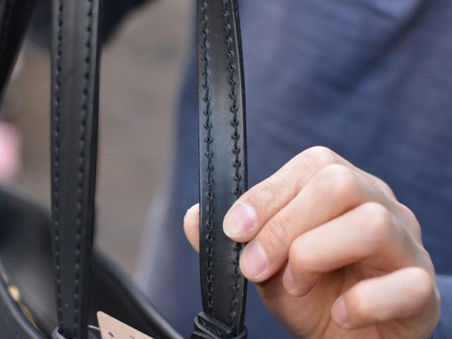 シンプルファスナートートバッグ 作り手:佐藤 取手裏面