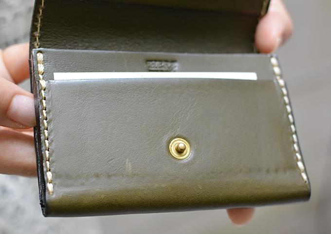 スタッフ愛用品:カードケース・名刺入れ エイジング前面当たり