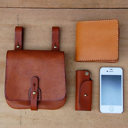 スマートフォンや二つ折り財布が入るコンパクトなベルトポーチ