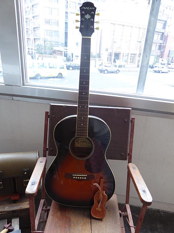 手作り革ギター