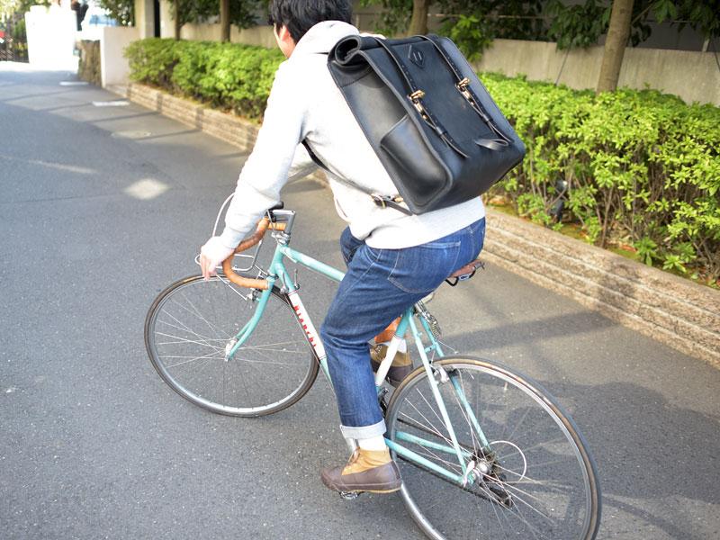 ロールトップバックパック 自転車乗り