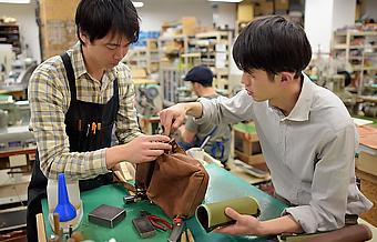 HERZの鞄はお使いいただく限り、出来るだけの修理・加工をいたします