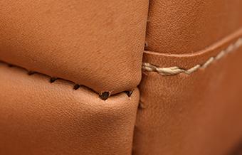 内縫いの針穴