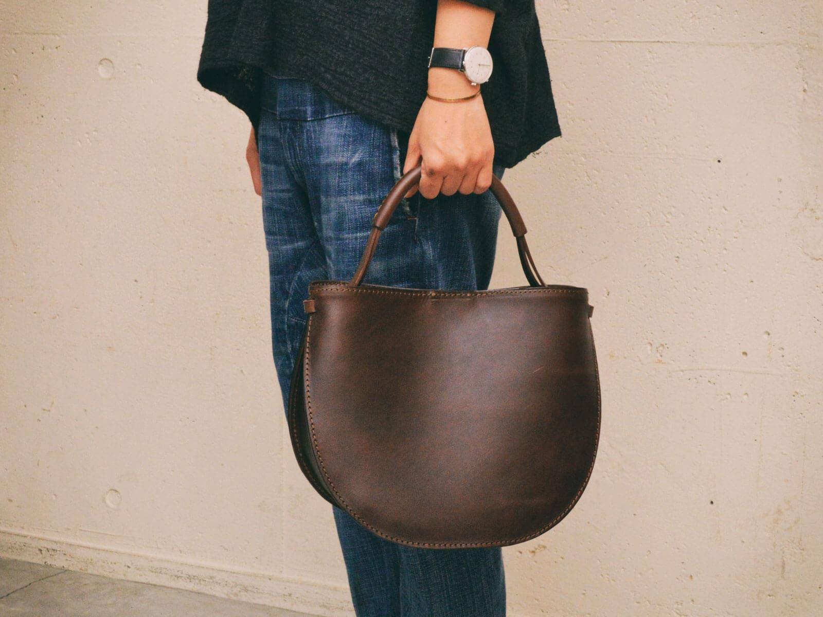 ドラマ「早子先生、結婚するって本当ですか?」にOrganトートバッグが使用されています