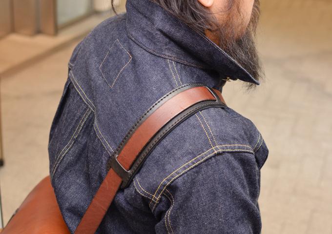 スタッフ愛用品:2ポケット・ハードショルダーバッグ(CK-25) 愛用方2