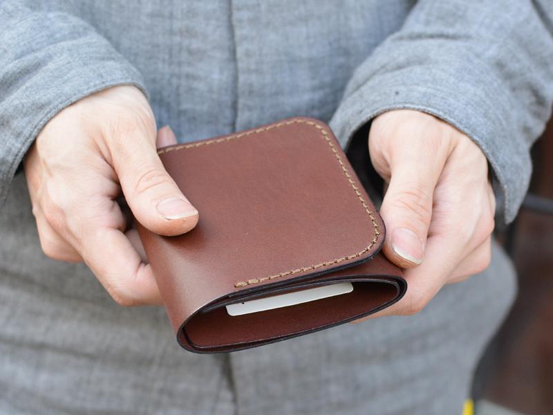 三つ折り財布 手持ち