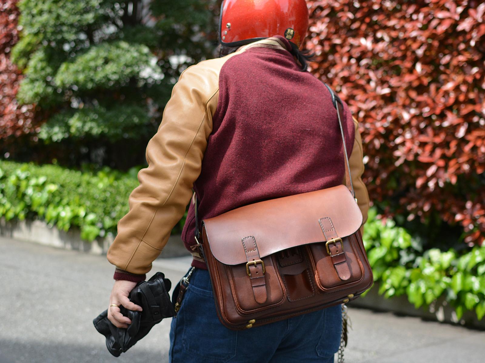 スタッフ愛用品:2ポケット・ハードショルダーバッグ