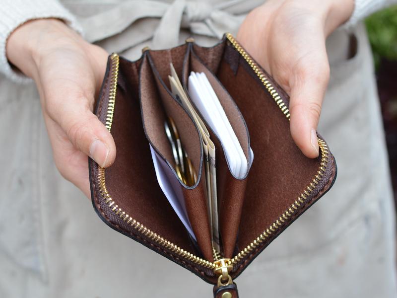 大容量ファスナー財布