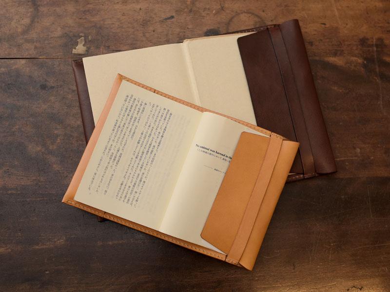 文庫本と単行本(ハードカバー)対応の2サイズ展開