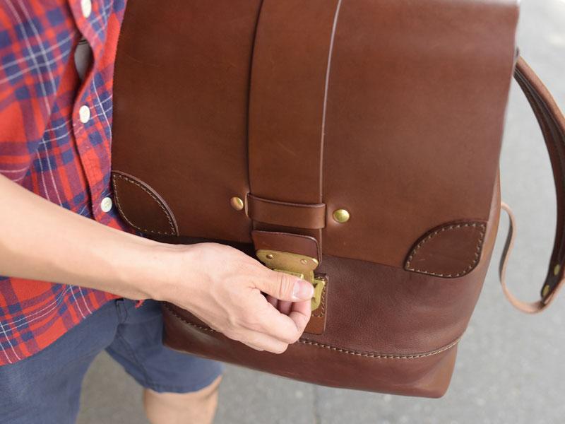 フタの留めは錠前1つになっているのでワンタッチで開閉しやすいです