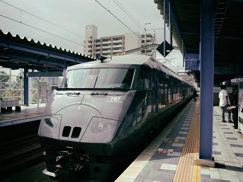 移動はもちろん、電車です