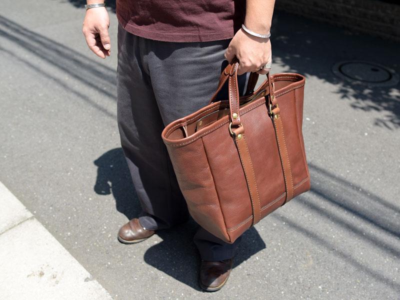夏に持ちたいバッグは大きいトートバッグ