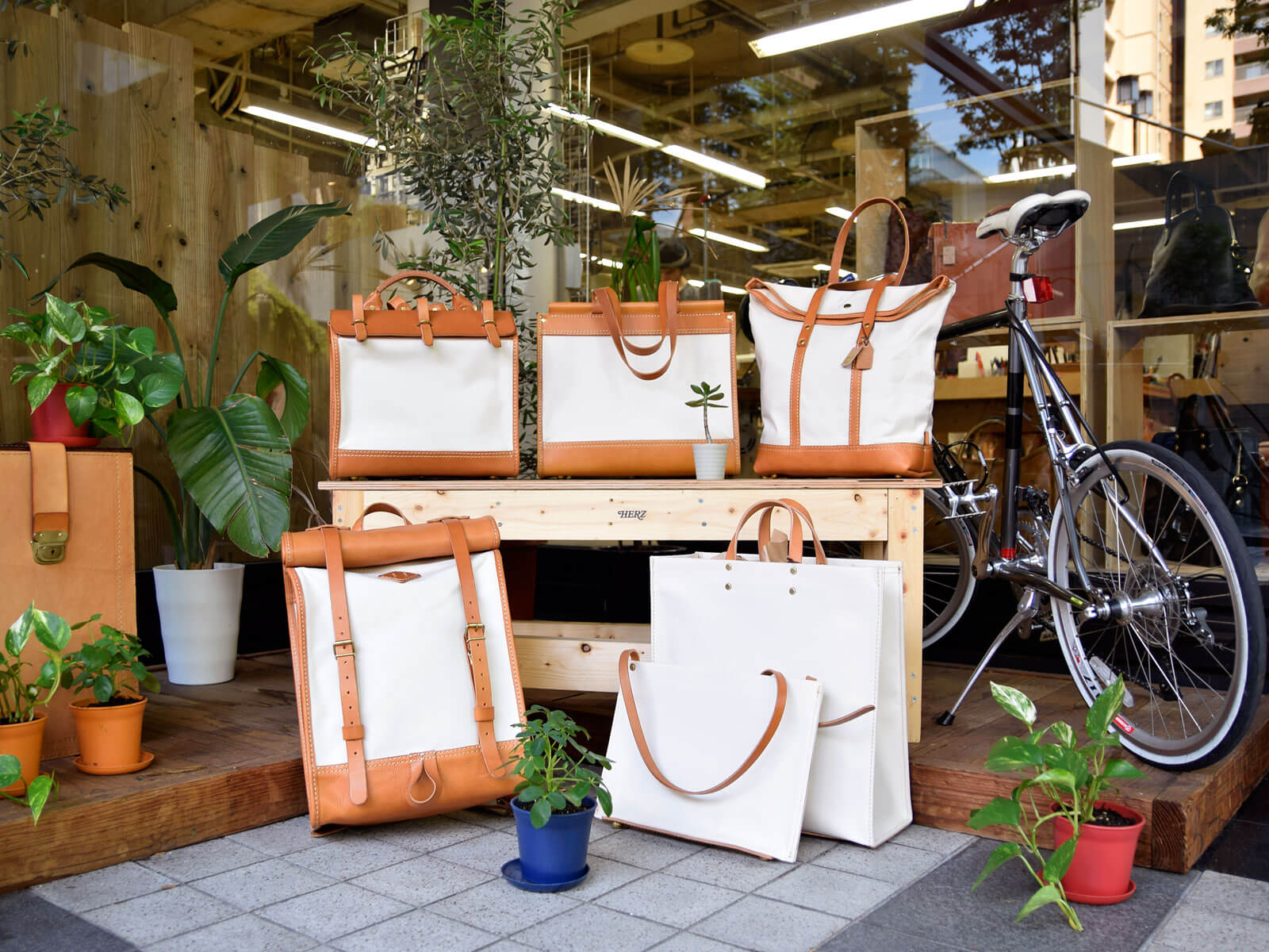 名古屋店もキナリ×キャメルの鞄と小物を販売中