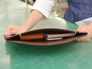 作り手:ナカムラのタブレットケース