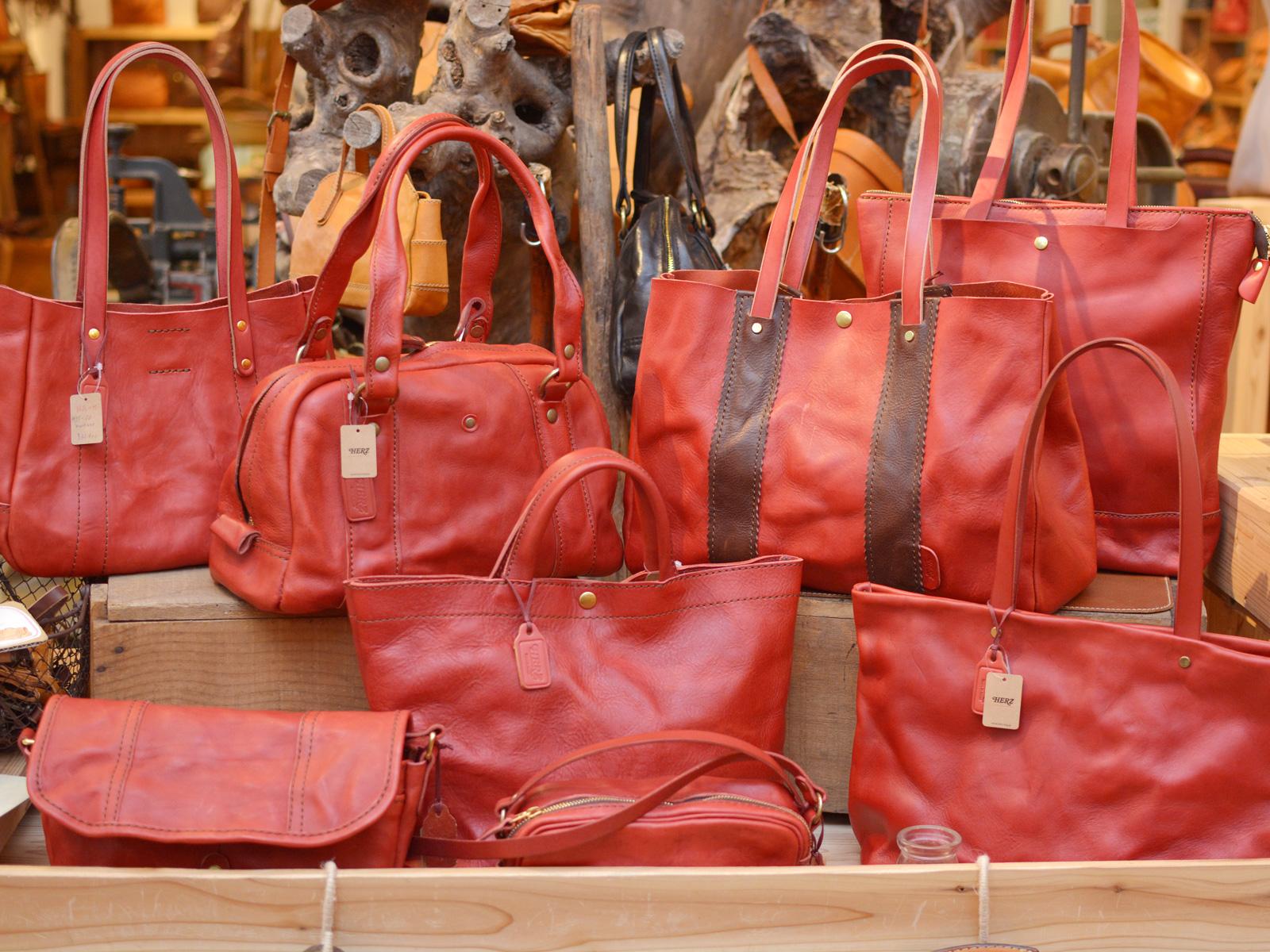 洗い加工の鞄 赤