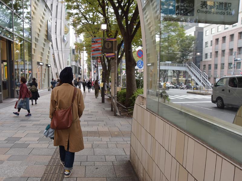 表参道駅A1出口から、原宿方面へ直進