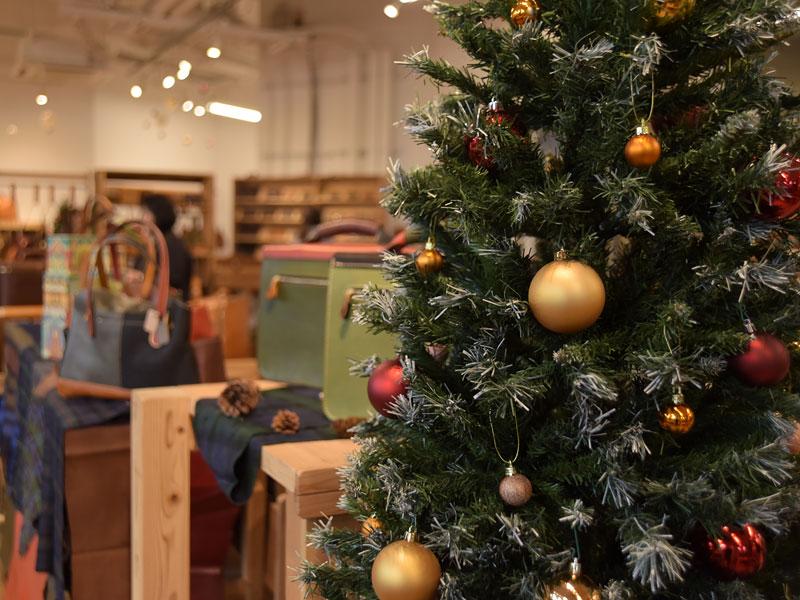 お店もクリスマスカラーに様変わりしています
