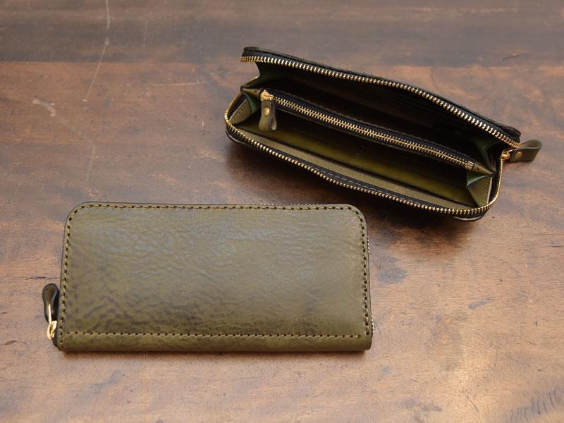 ダークグリーンのファスナー長財布