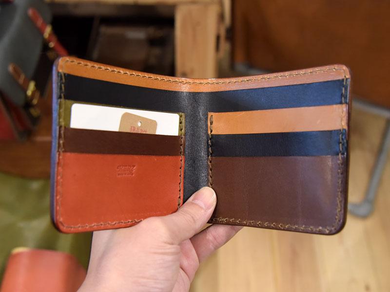 二つ折り財布(WS-3)のスーパーカラー仕様 オープン