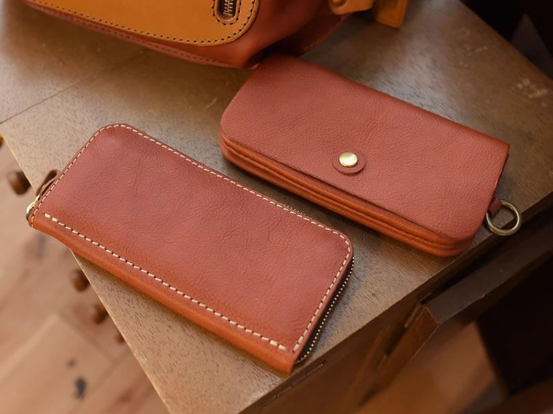 レンガ色シリーズの長財布