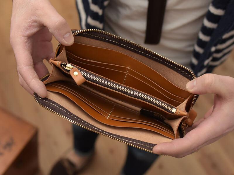 レンガ色シリーズの長財布の中身