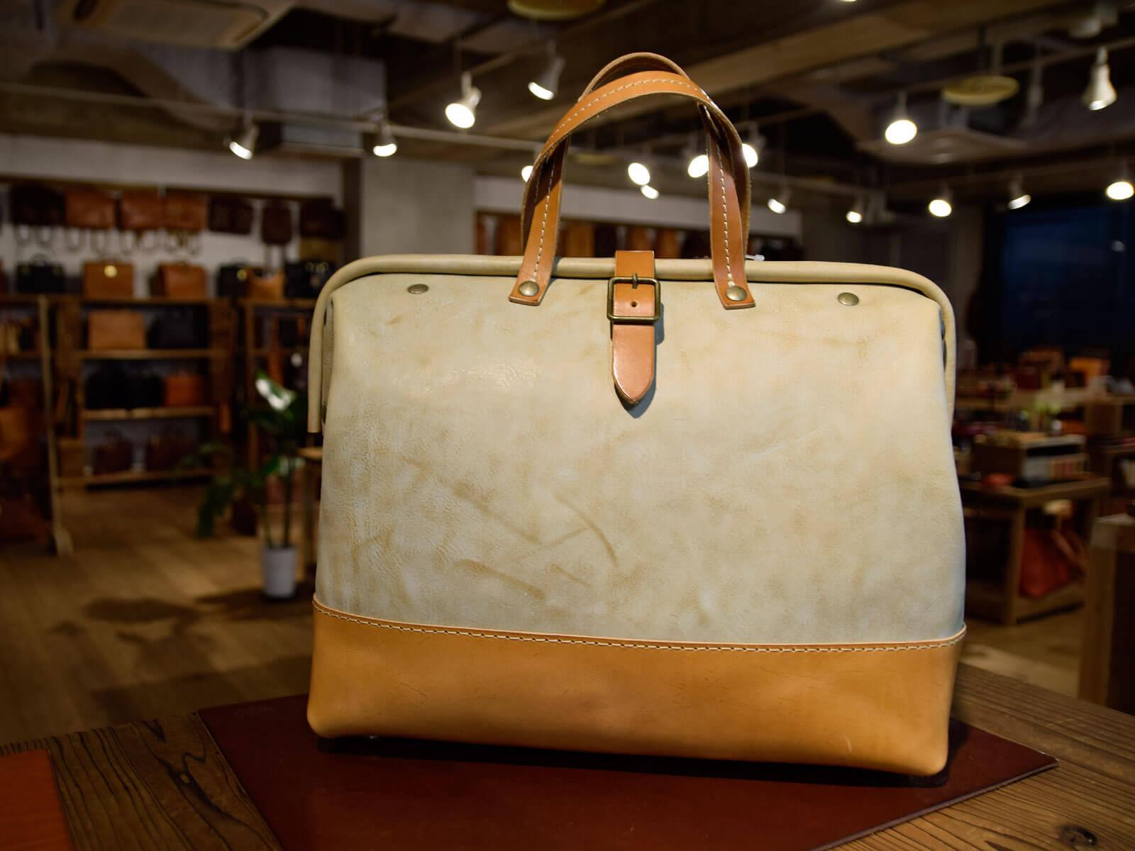 名古屋店一周年記念は特別仕様の革を使った鞄と小物