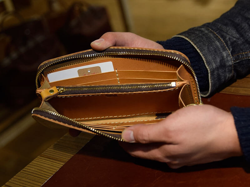ファスナー長財布(WL-58)のアラスカ革仕様 後面