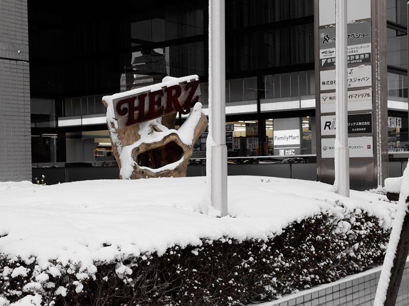 名古屋店前の雪