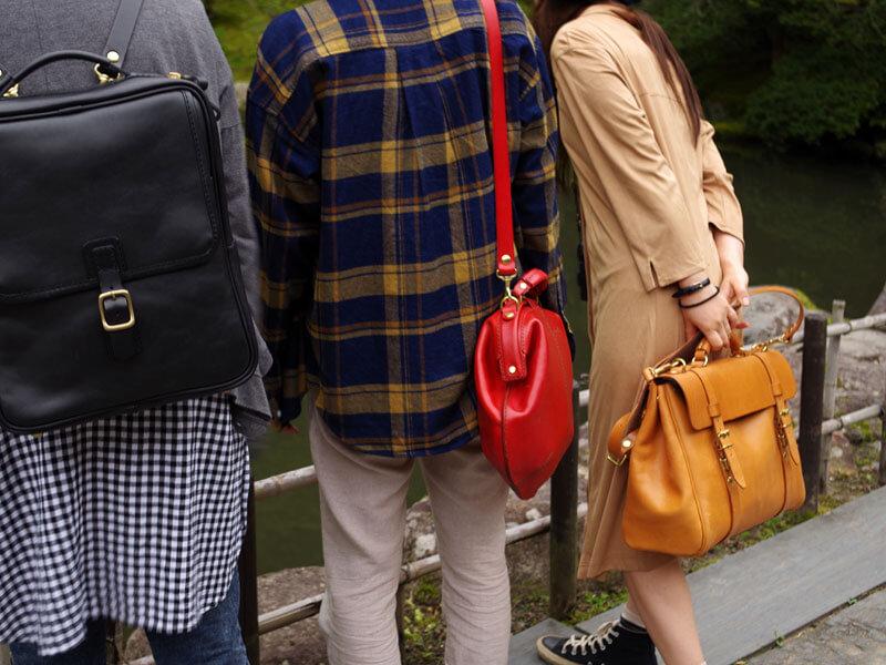 女性も使えるクラシックなボストンバッグ