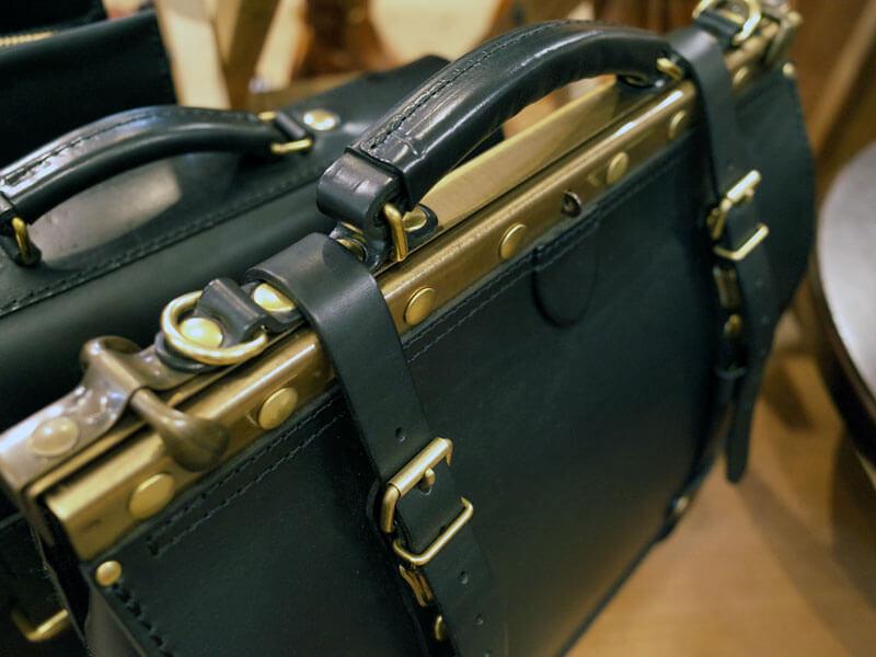 黒革の鞄1