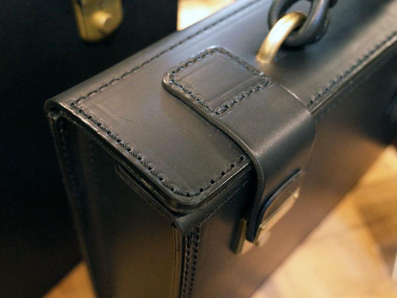 黒革の鞄3