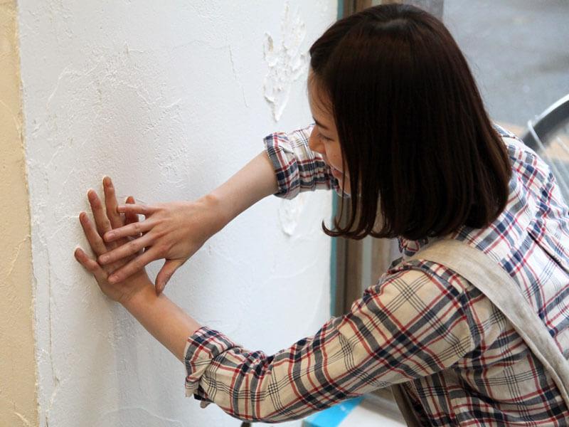 手形をいれる作り手:松尾
