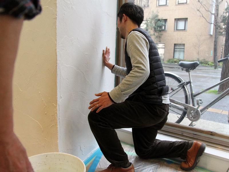 手形をいれる作り手:納富