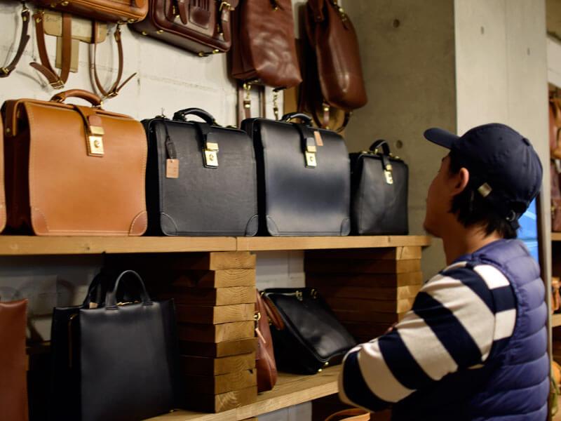 名古屋店のダレスバッグたち