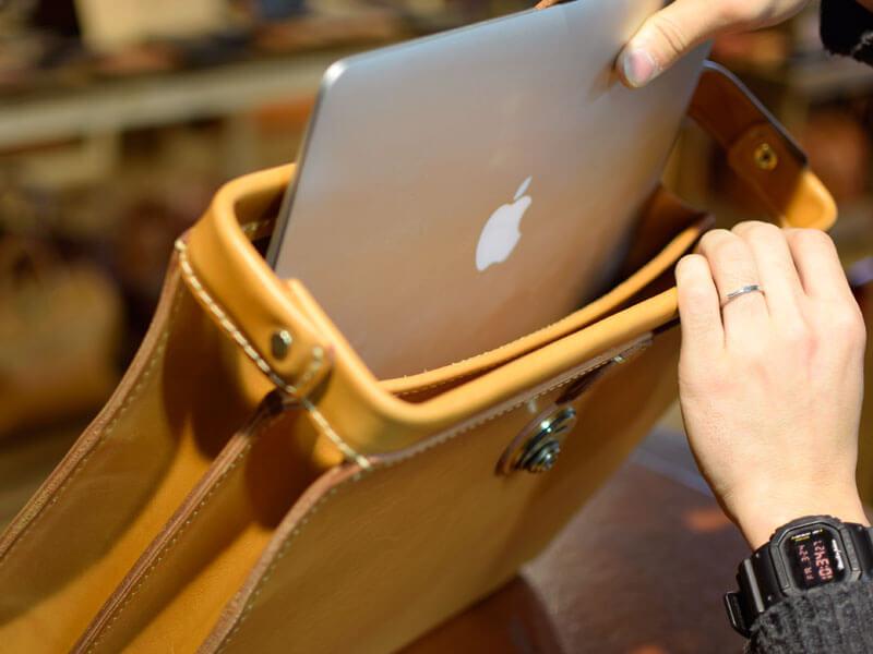 コモドダレス A4ファイルやノートパソコンが収容可能