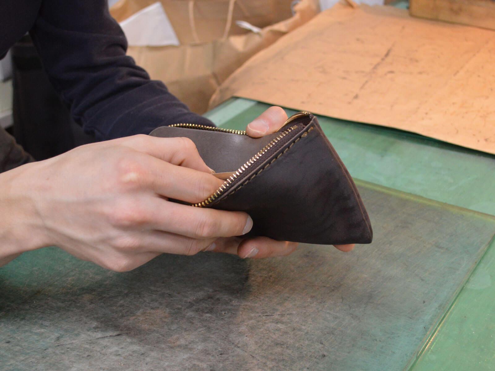 内縫い馬財布