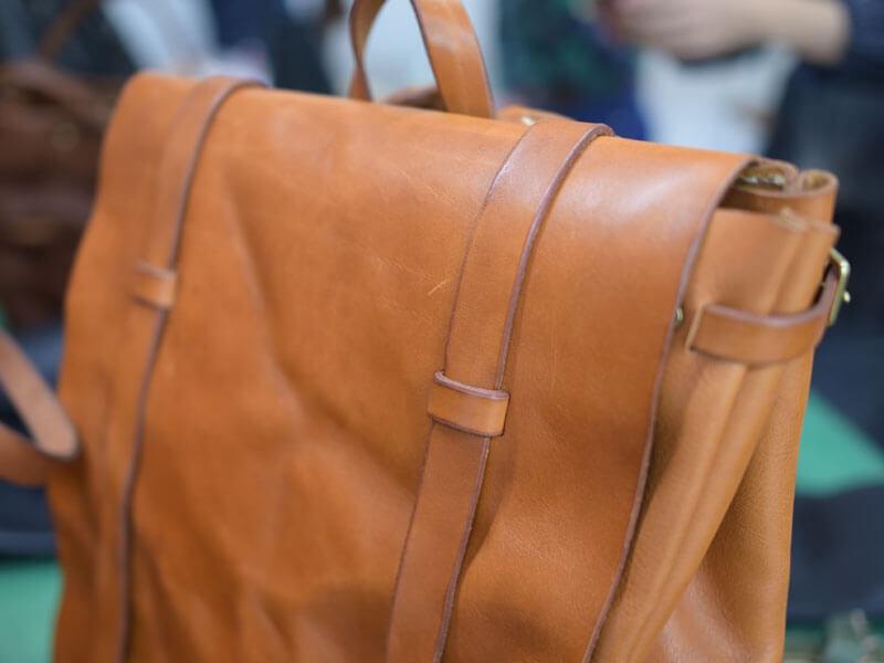 ウォッシュ加工の鞄サンプル