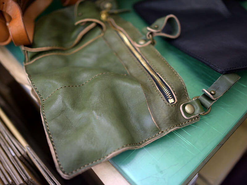 ウォッシュ加工の鞄サンプル2