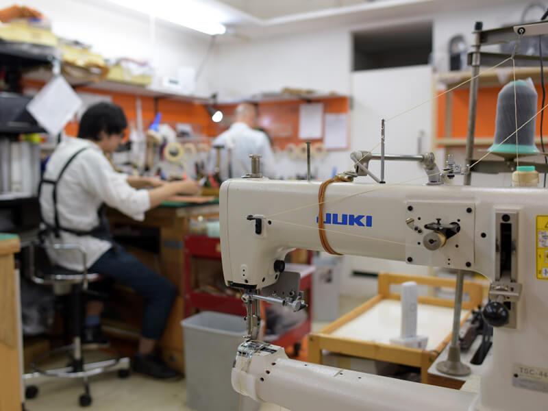 渋谷工房は新商品づくりで賑わっています
