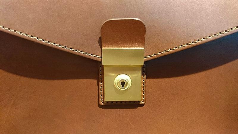 セカンドバッグ・ダレスタイプ(S-4)の錠前