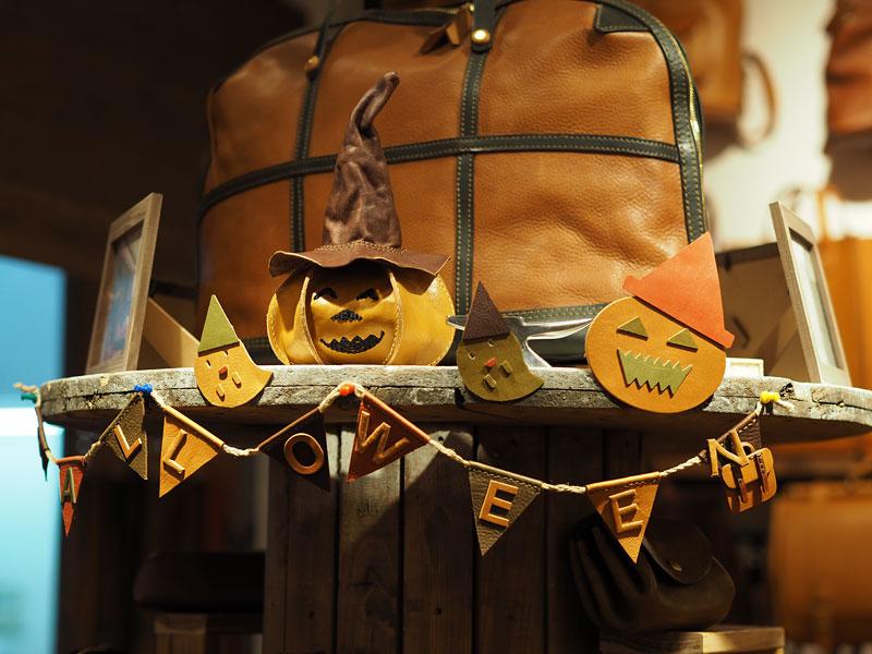現在博多店では、Halloweenの準備中