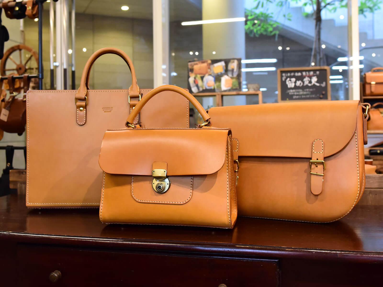 各店からサンプル鞄が続々と届いています!