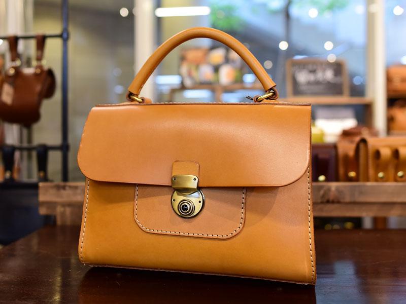 仙台店の作り手:青木の「アオリノハンドバッグ」